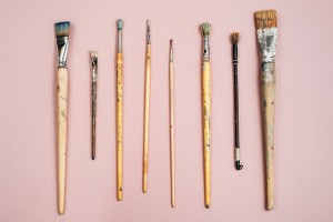wpid-Paint_brushes_on_pink_background_30_640.jpg