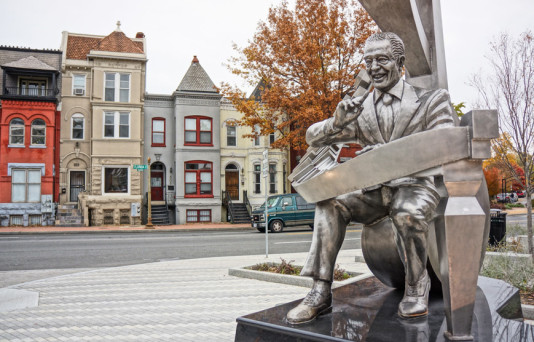 neighborhood statue near hodge on 7th